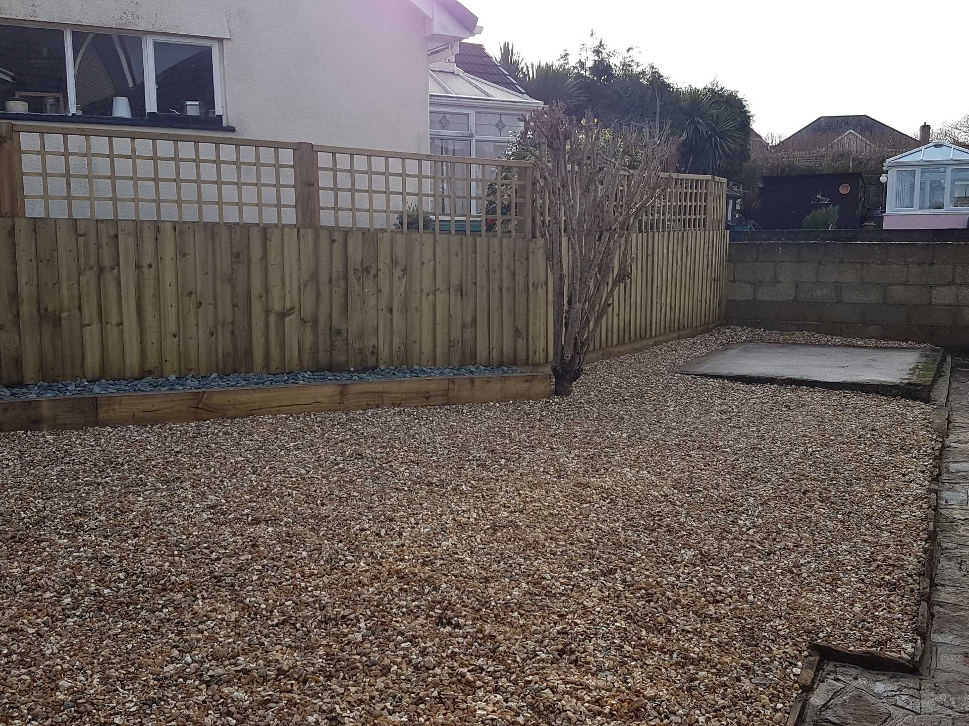 Gravel mulch, feather edge fence